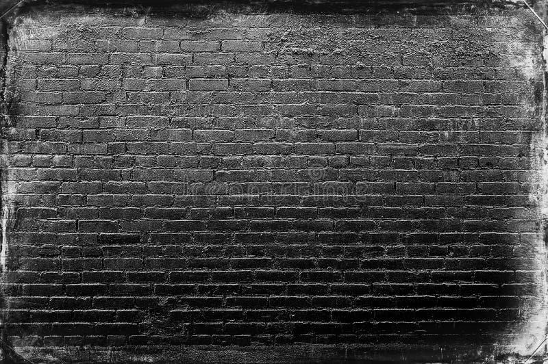 优秀黑末端白色砖墙 免版税库存照片