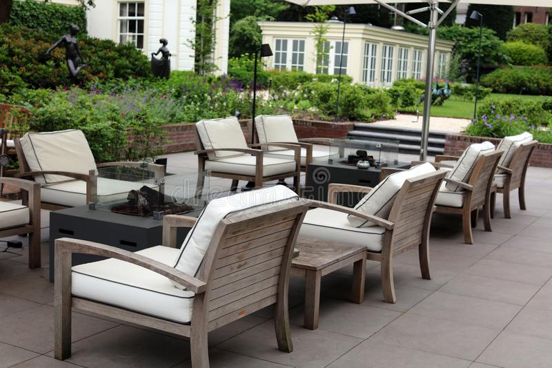 优等的典雅和现代旅馆后院休息室在阿姆斯特丹,荷兰在欧洲 位子在豪华优质旅馆 免版税库存照片