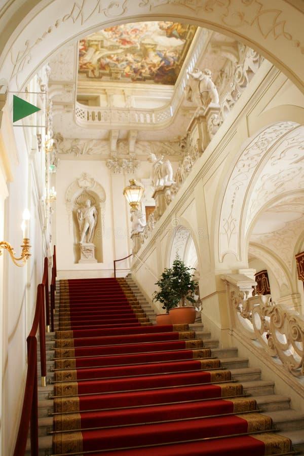 优等的博物馆楼梯 免版税库存照片