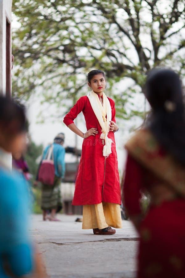 优美加工好的年轻尼泊尔女孩 免版税库存图片