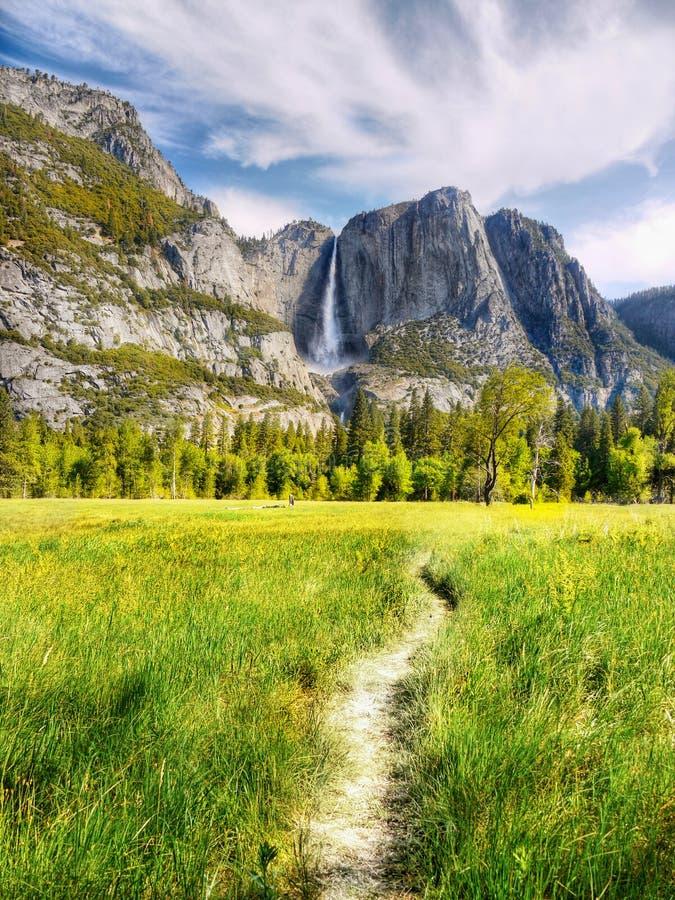 优胜美地供徒步旅行的小道 免版税库存图片