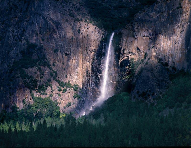 优胜美地国家公园Bridalveil秋天阴影和光 免版税库存图片