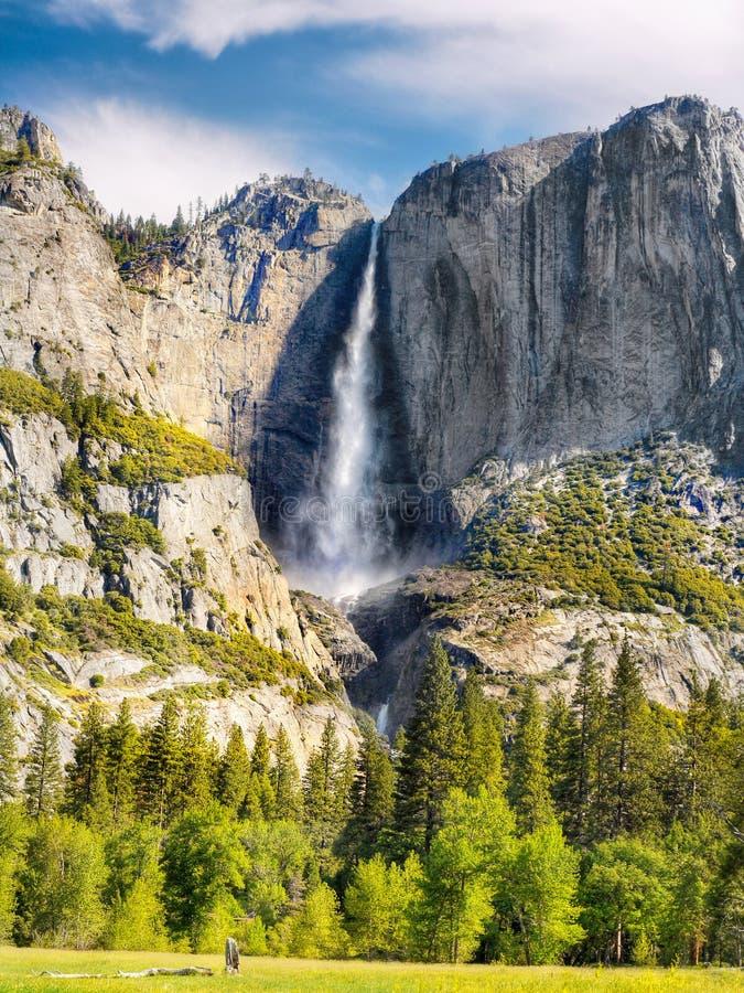 优胜美地瀑布供徒步旅行的小道 免版税库存照片