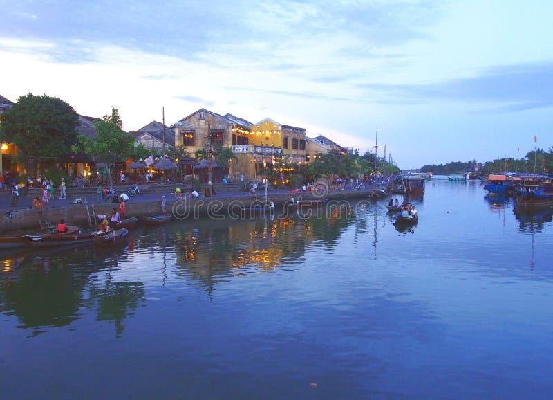 会安市老城内住宅和河在越南 免版税库存图片