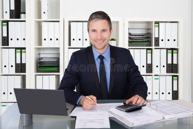 会计计算的财务数据 免版税库存照片