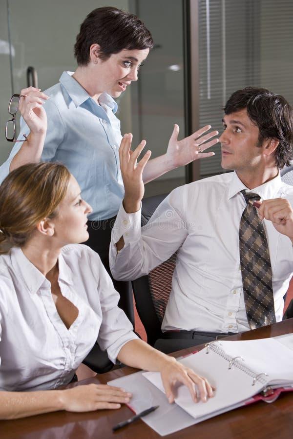 会议室办公室三工作者工作 库存照片