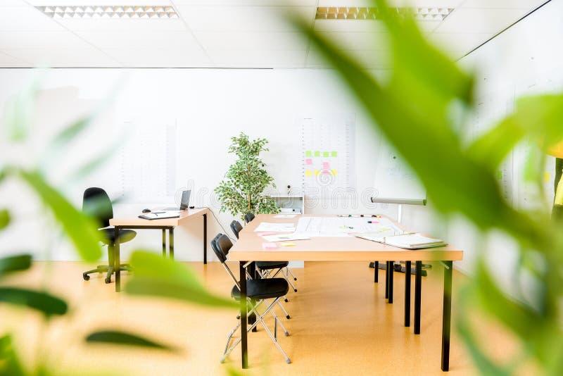 会议桌在现代办公室 库存图片