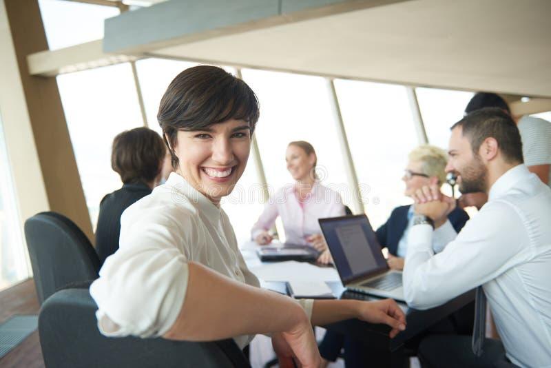 Download 会议的女商人 库存图片. 图片 包括有 公司, 人员, 愉快, 人们, beauvoir, 计算机, 衣领 - 62532317