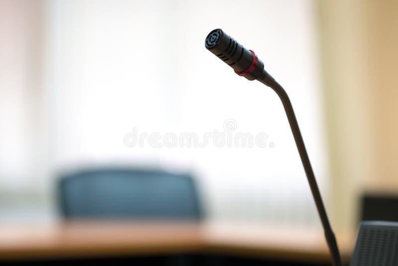 会议话筒在会议室 免版税库存照片
