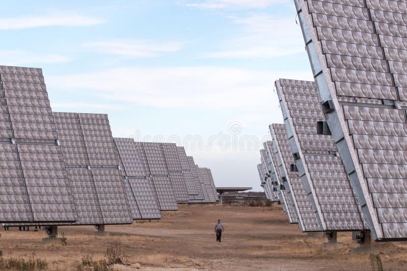 会集能量的光致电压的太阳电池板的领域 库存照片