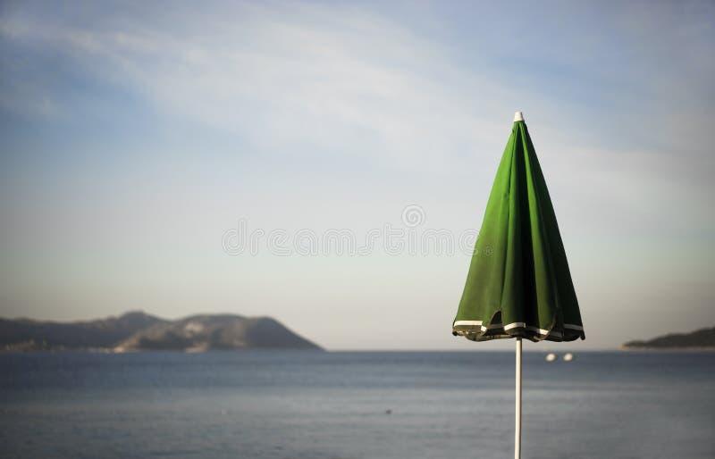Download 伞和希腊海岛 库存图片. 图片 包括有 火鸡, 岩石, 和平, 安静, 希腊语, 灯塔, 横向, 海岛, 海运 - 62533523