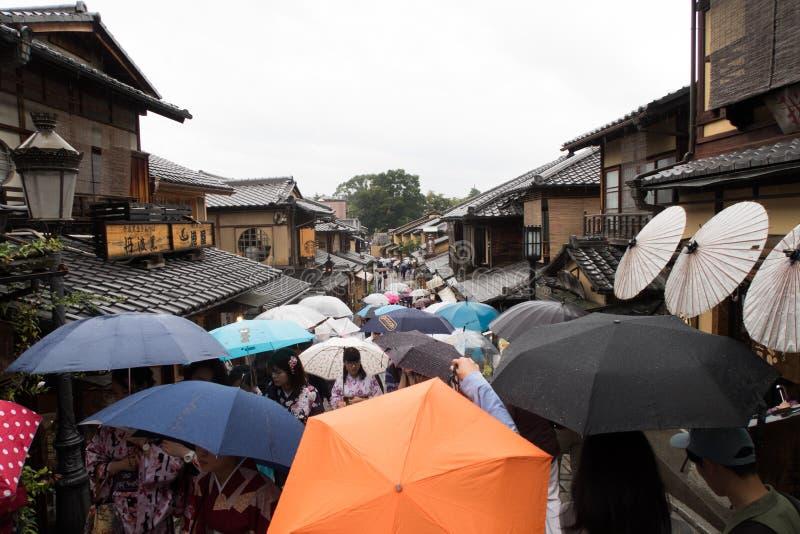 伞在老镇京都,日本 免版税图库摄影