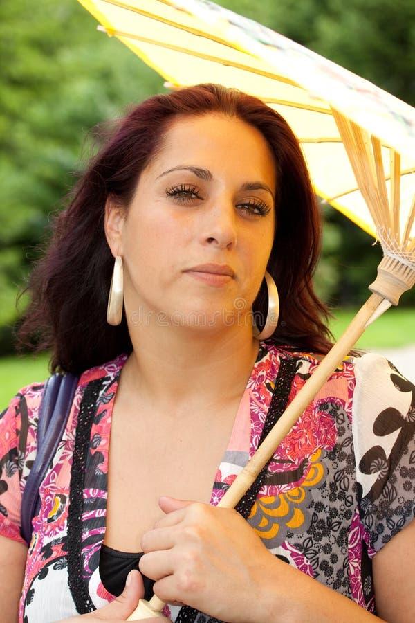 Download 伞whith妇女 库存照片. 图片 包括有 方式, 绿色, 室外, 黄色, 纵向, 聚会所, 妇女, brunhilda - 15691590