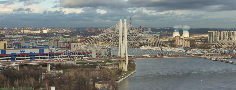 伟大的奥布霍夫桥梁在圣彼德堡,全景鸟瞰图 免版税库存照片
