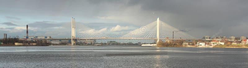 伟大的奥布霍夫桥梁看法在圣彼德堡,全景 库存图片