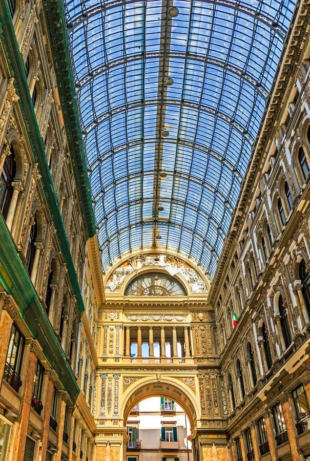 伟大的建筑学在那不勒斯-商城圆顶场所翁贝托,意大利 免版税图库摄影