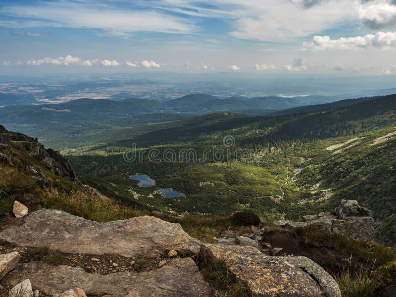伟大的斯诺伊坑, Wielki Sniezny Kociol大山, Krkonose, Karkonosze在捷克擦亮剂边界,一部分的山脉的Sudete 免版税库存图片