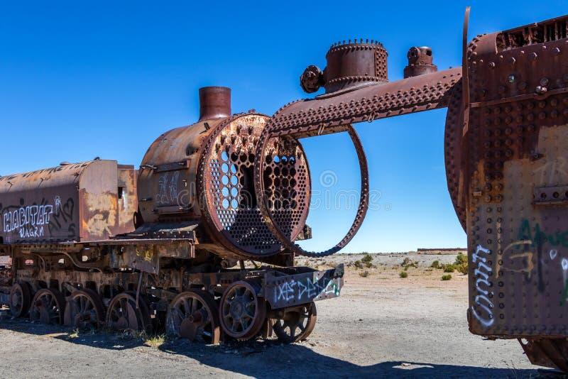 伟大的火车坟园或蒸汽机车公墓乌尤尼盐沼的,玻利维亚 库存图片