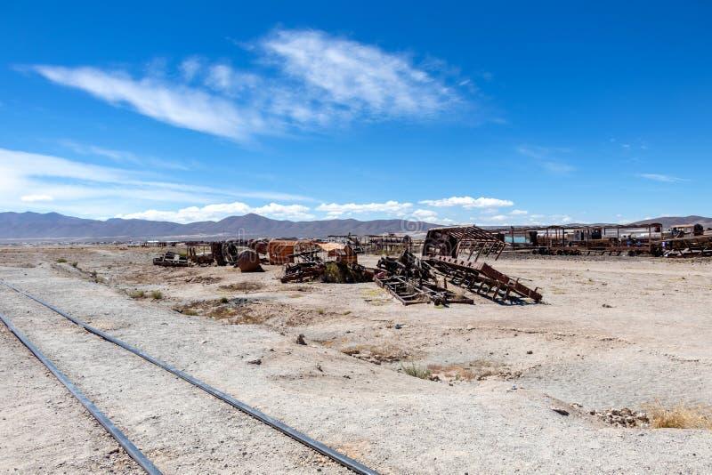 伟大的火车坟园或蒸汽机车公墓乌尤尼盐沼的,玻利维亚 库存照片