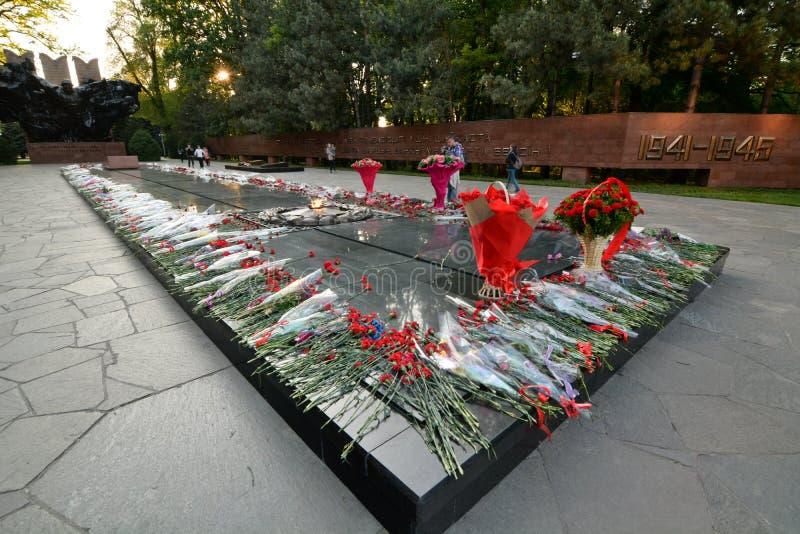 伟大的爱国战争纪念碑 28名Panfilov卫兵公园  阿尔玛蒂 r 免版税库存照片