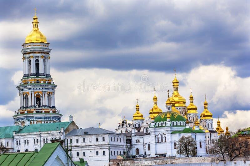 伟大的钟楼Uspenskiy大教堂拉夫拉基辅乌克兰 库存图片