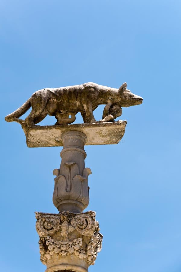 传奇狼的雕象与罗莫洛和Remo的 库存图片