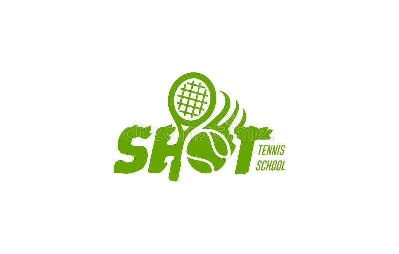 传染媒介摘要商标草地网球运动球,装饰标志体育俱乐部,在地面法院的简单的绿色球飞行与网 向量例证