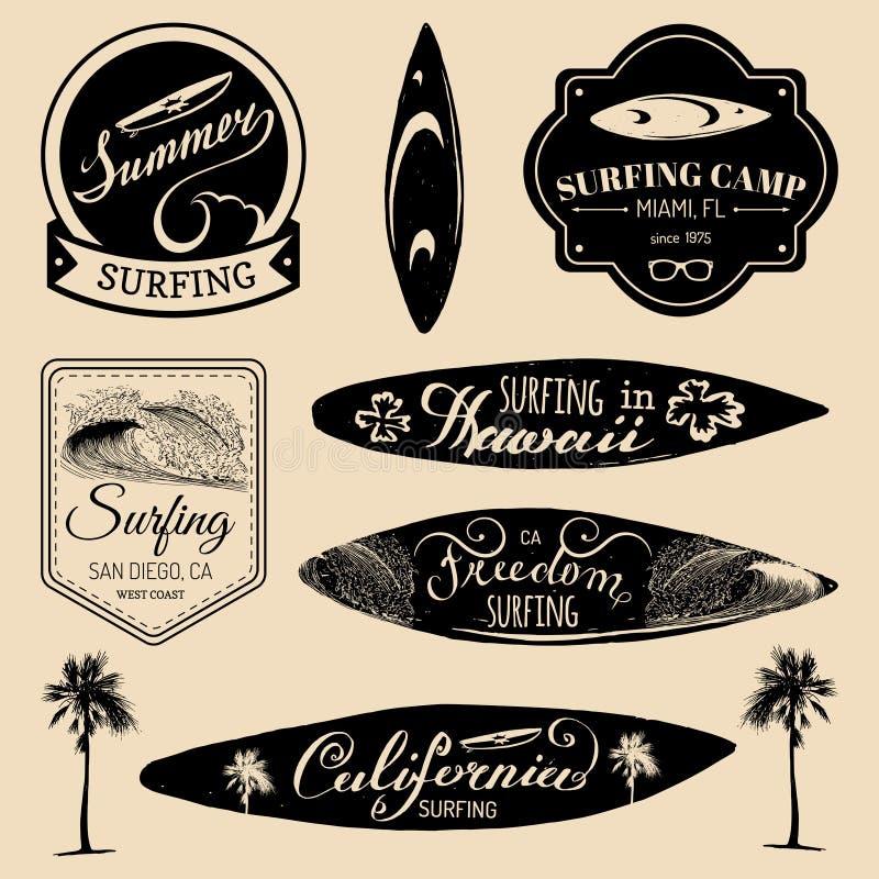 传染媒介套葡萄酒冲浪的商标,纺织品的标志, T恤杉打印等 自由,加利福尼亚,夏威夷印刷术海报 皇族释放例证