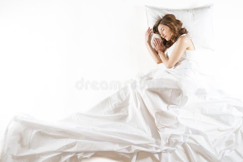 传神妇女睡觉 免版税库存图片