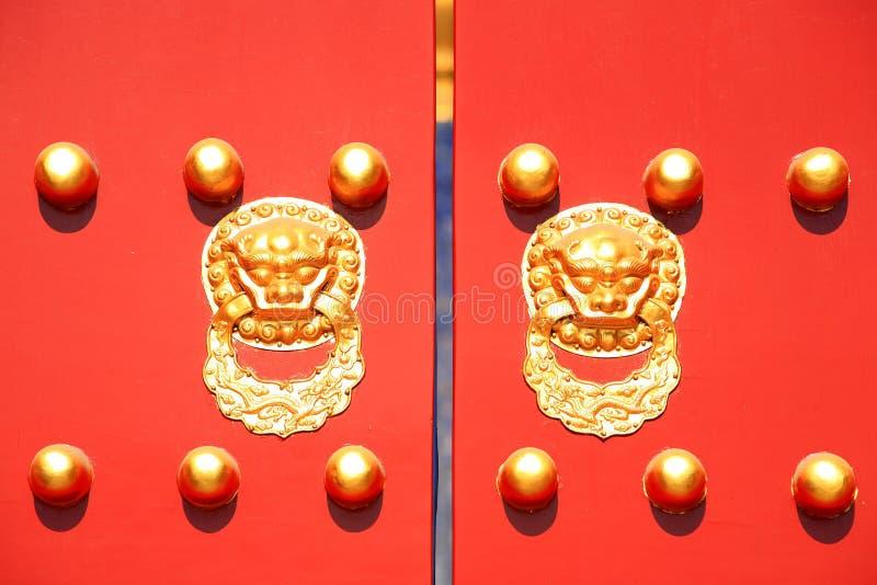 传统中国装饰门的宫殿 库存图片