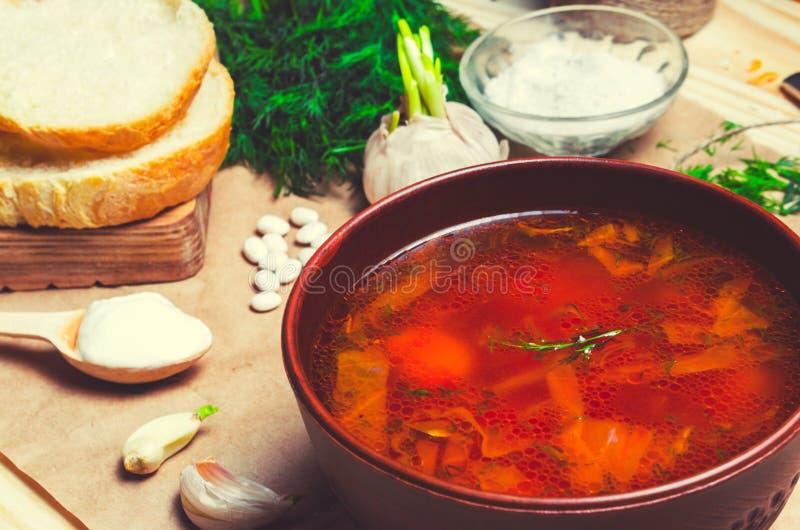 传统乌克兰罗宋汤,红色甜菜汤,博尔希用甜菜, 免版税库存照片