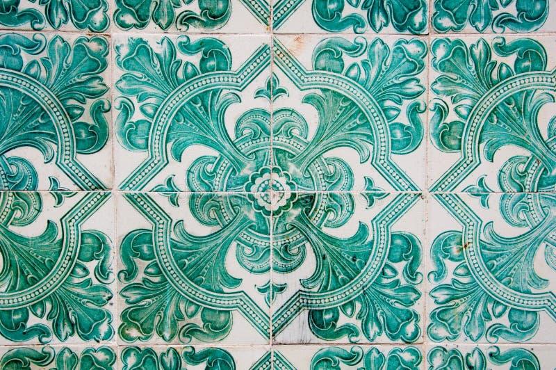 传统五颜六色的azulejos在里斯本,葡萄牙-绿色瓦片 库存照片