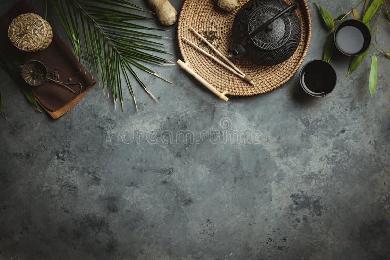 传统亚洲茶道安排,平的位置 免版税库存照片