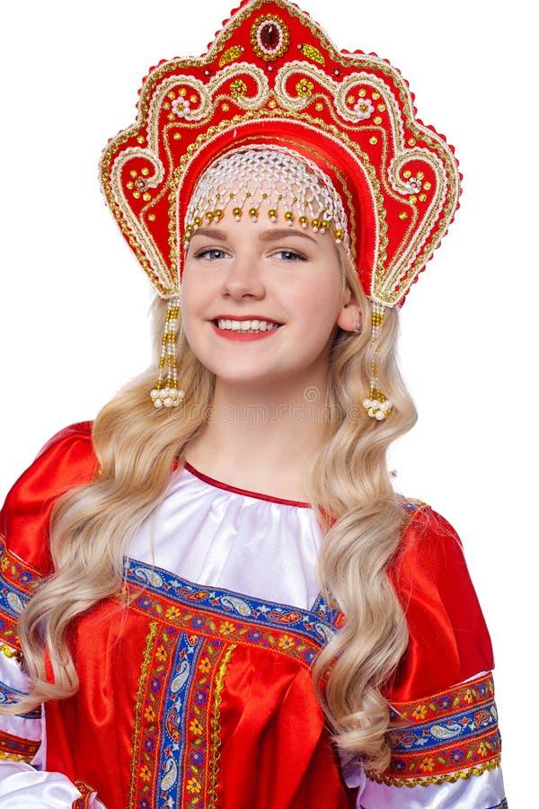 传统俄国民间服装,一年轻美女的画象 免版税库存照片
