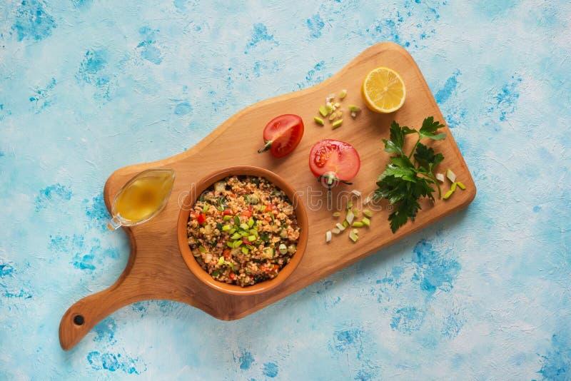 传统俄国麦子沙拉用蕃茄 图库摄影