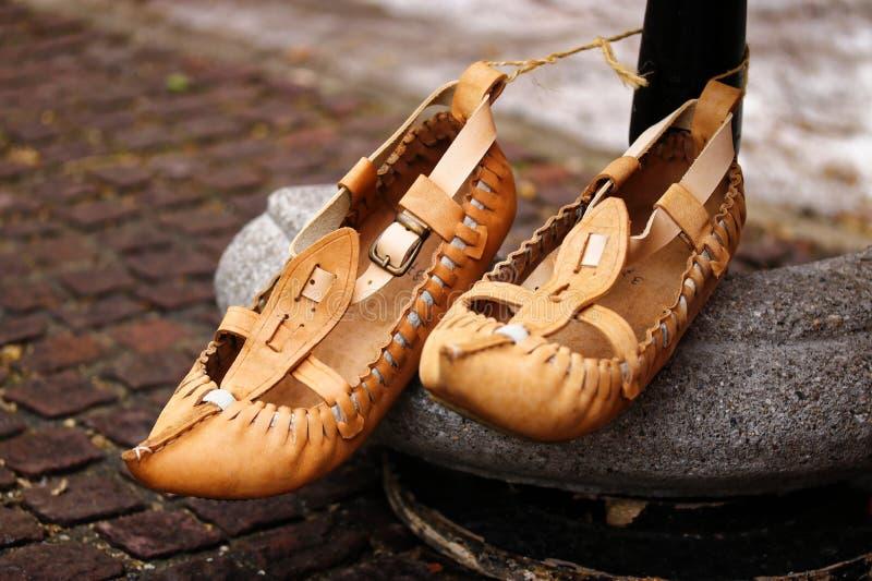 传统保加利亚皮鞋 免版税库存照片