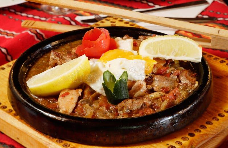传统保加利亚食物的sach 免版税库存照片