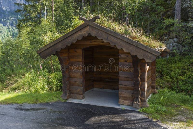传统公共汽车站在挪威 库存图片