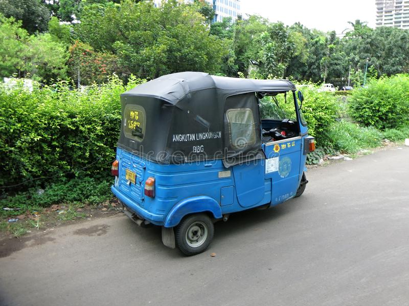 传统公车 Bemo是用途广泛在印度尼西亚的一辆传统三轮车 库存图片