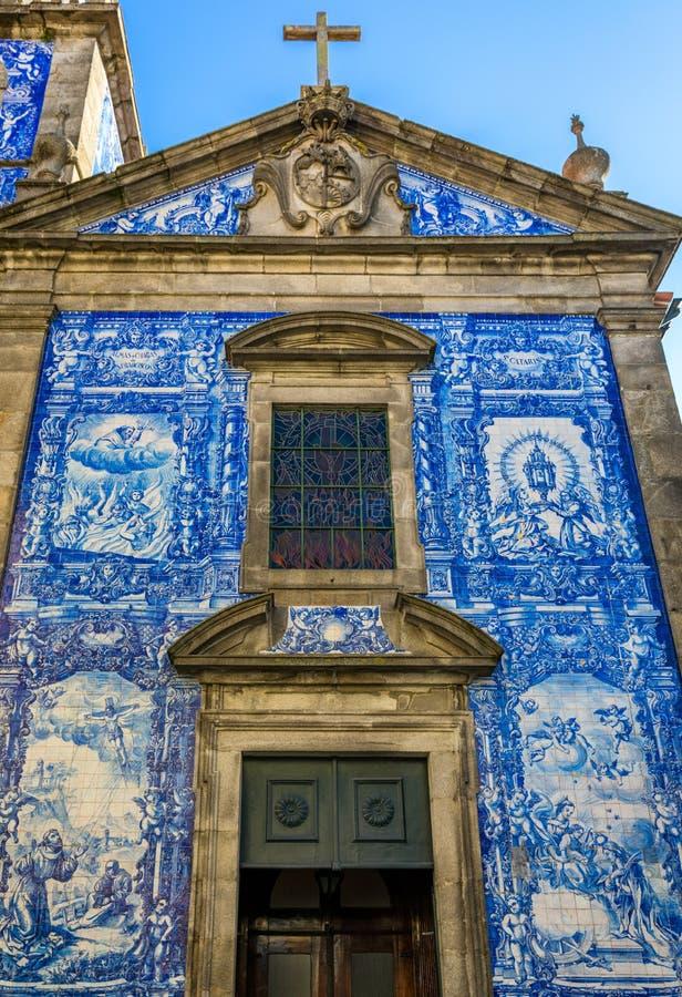 传统历史的门面在波尔图用蓝色手pa装饰了 免版税库存图片