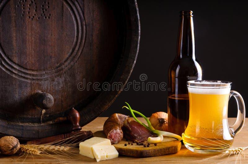 传统啤酒的正餐 免版税库存图片