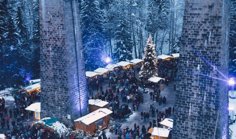 传统圣诞节市场在拉韦纳峡谷,德国 免版税图库摄影