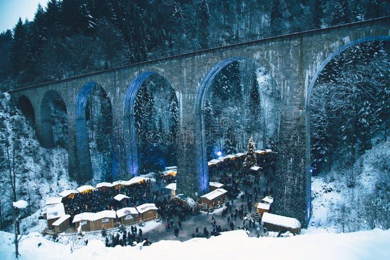 传统圣诞节市场在拉韦纳峡谷,德国 免版税库存图片