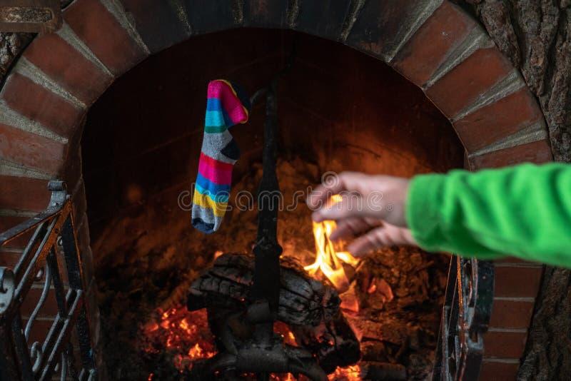 传统壁炉的突然显现长袜被设定的藏品 免版税库存照片