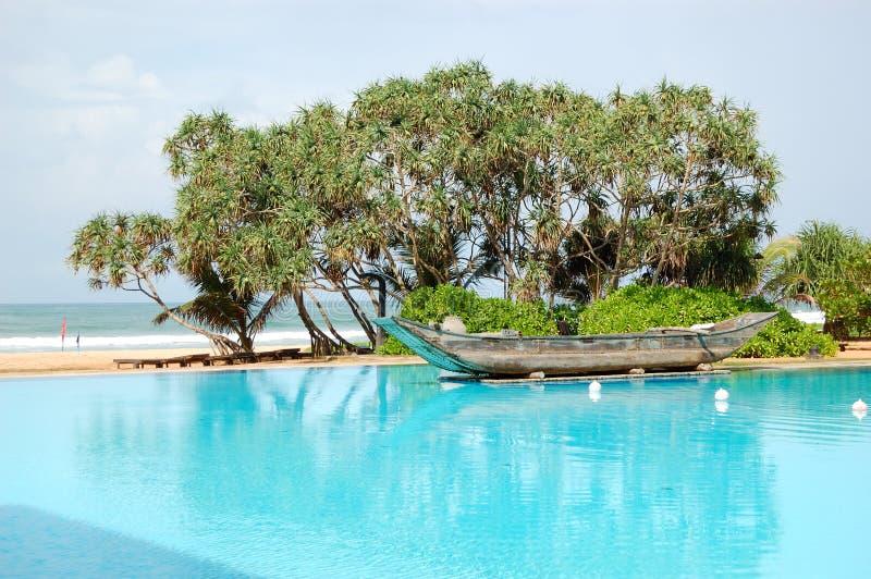 传统小船老池的游泳 免版税库存照片