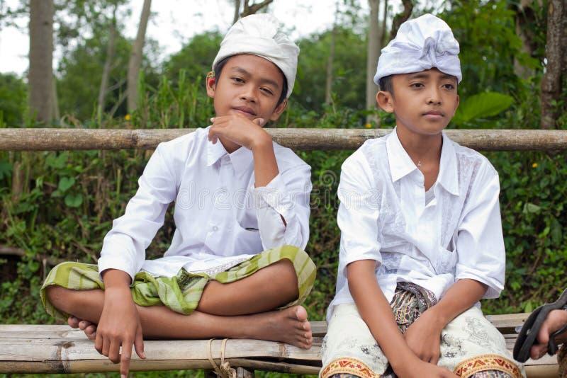 传统巴厘语的香客 免版税库存照片