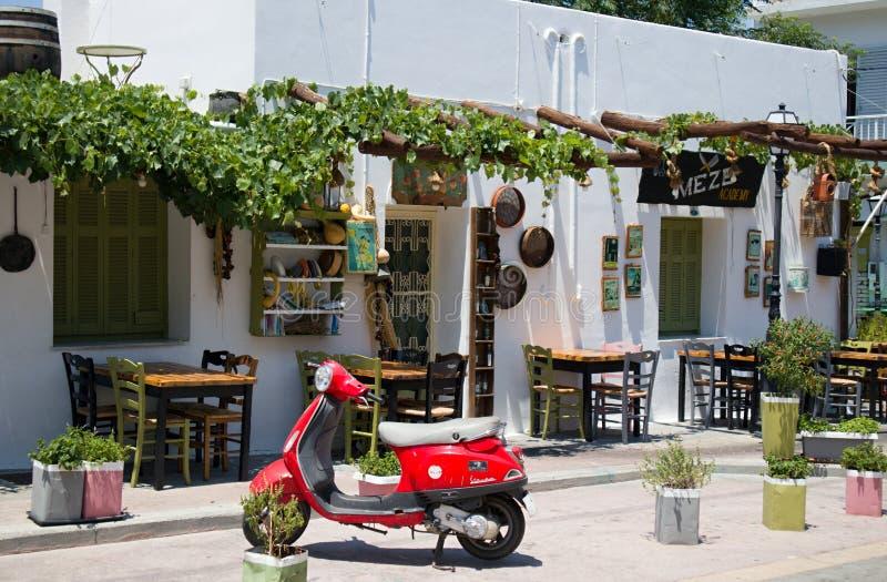 传统希腊餐馆 taverna dodecanesse希腊海岛kos码头城镇 免版税库存图片