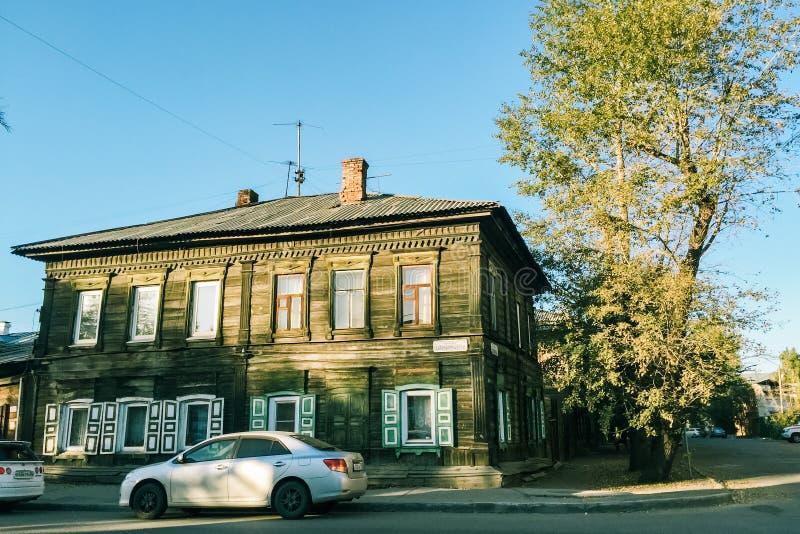 传统房子在伊尔库次克,西伯利亚,俄罗斯镇  库存图片