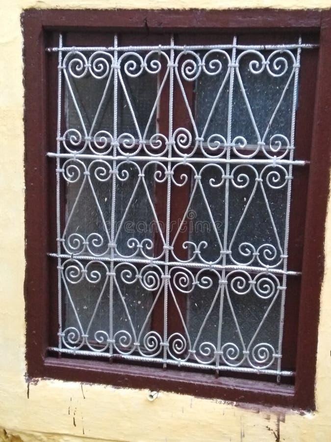 传统摩洛哥窗口设计 免版税库存照片