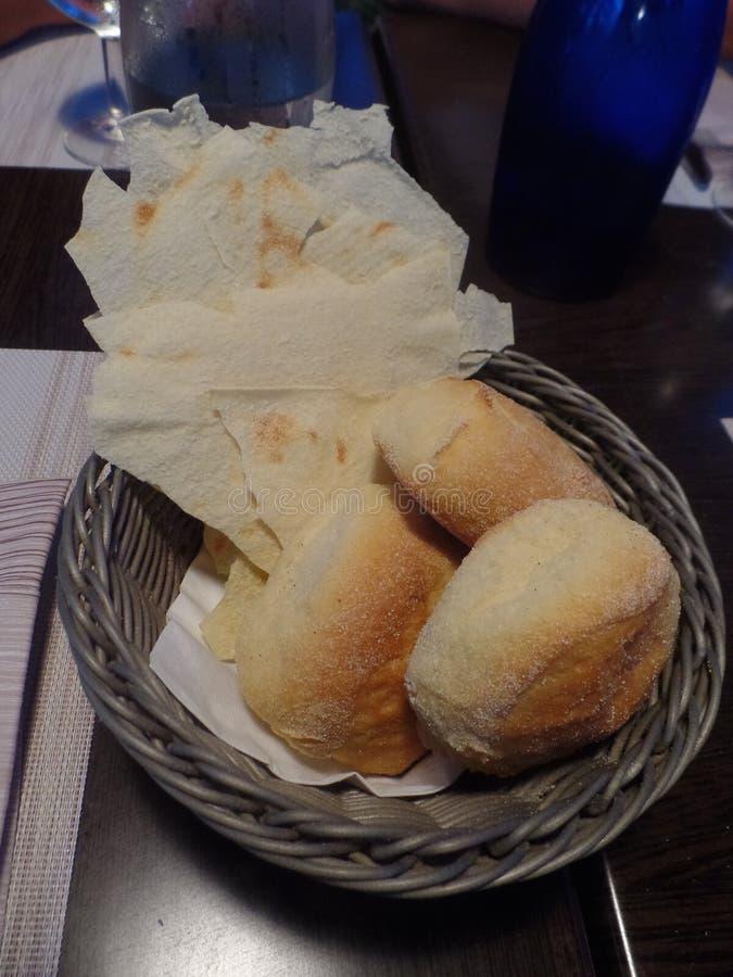 传统撒丁岛面包篮子  免版税图库摄影